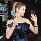 SAG Awards 2020: Renée Zellweger lässt ihre wohlverdiente Auszeichnung als beste Hauptdarstellerin an diesem Abend nicht mehr aus den Augen.