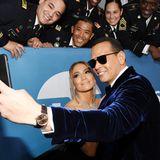 SAG Awards 2020: Jennifer Lopez und ihr Verlobter Alex Rodríguez lieben Pärchen-Selfies. Auch bei den SAG Awards nehmen sie sich natürich Zeit dafür.
