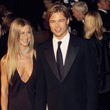 1. Januar 2000  Lächelnd zeigen Jennifer Aniston und Brad Pitt der Welt ihr großes Liebesglück.
