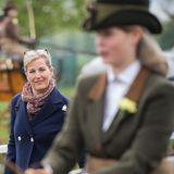 """9. Mai 2019  Stolze Mama: Sophie begleitet ihre Tochter Louise, eine begeisterteReiterin, zur Royal Windsor Horse Show in Windsor. Der Teenager belegt Platz drei in der Kategorie """"Private Driving Class""""."""