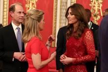 """Zufall oder abgesprochen? Beim Empfangdes """"UK-Africa Investment Summit"""" im Buckingham Palastam Montag (20. Januar) wählten Gräfin Sophie von Wessex und Herzogin Catherine beide für den Abend Rot."""