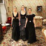 """Nein, das sind nicht die stylischen Cousinen der Hexen von Eastwick. Denn obwohl Erin Forster, Sara Foster und Jennifer Meyer (v.l.) sich über den """"No Black""""-Kodexeiner jeden Hochzeit hinwegsetzen, sehen sie bei der Vermählung von Dasha Zhukova und Stavros Niarchos absolut umwerfend aus."""