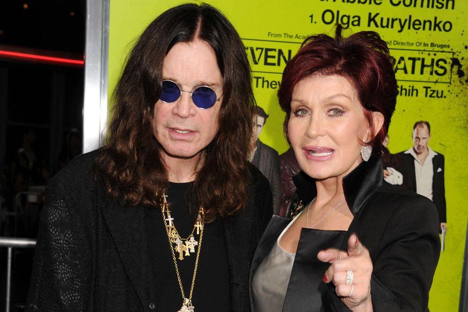Seit über dreißig Ehejahren gehen Hardrock-Legenede Ozzy Osbourne und Ehefrau Sharon durch gute und durch schlechte Zeit. Jetzt kämpfet das Paar gegen das Fortschreiten seiner Parkinson-Erkrankung.