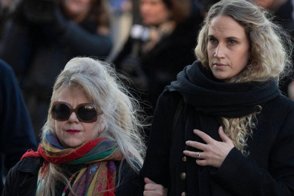 Ebba Ryst Heilmann bei der Beerdigung von Ari Behn
