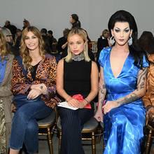 So eine stylishe Front Row: Sofia Sanchez de Betak, Lorena Vergani , Lady Amelia Windsor, Violet Chachki , Richie Shazam und Singer Allie X bei der Schiaparelli-Show in Paris.