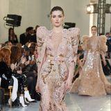Seine Designhandschrift auf der Haute Couture Show in Paris: Puffärmel und ganz viel Glamour.