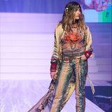 Auch Paris Jackson durfte einen der 100 bekanntesten Looks des berühmten Designers während seiner allerletzten Fashion Show präsentieren.