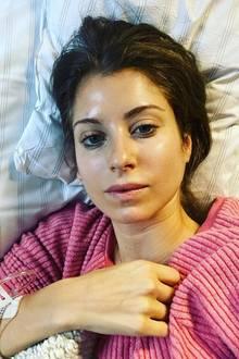 Ihre Fans waren schon in Sorge, nun sendet Cathy Hummels eine Nachricht aus dem Krankenhaus. Woran sie genau erkrankt ist, schreibt sie nicht, beruhigt aber, dass sie zwar noch nie so krank gewesen, aber schon wieder auf dem Weg der Besserung sei.  Erhol' dich gut, liebe Cathy!