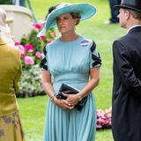 """Obwohl es nach einem Kleid aussieht, trägt Sophie, am zweiten Tag der """"Royal Ascot""""-Rennwocheeinen Jumpsuit von Emilia Wickstead. Schon mehrfach setzte die Gräfin von Wessex auf die femininen und hochwertigen Styles der Designerin."""