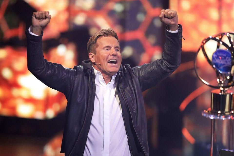 """Heute nimmt Dieter Bohlen kein Blatt mehr vor den Mund. Er isteiner der beliebtesten Entertainer Deutschlands, bekannt für seine schlagfertigen Sprüche. Seit seinem Erfolg in den 80er-Jahren alsMitglied desPop-Duos """"Modern Talking"""" arbeitet er als erfolgreicher Musik-Produzent und als ständiges Jurymitglied der Casting-Sendungen """"Das Supertalent"""" und """"Deutschland sucht den Superstar""""."""