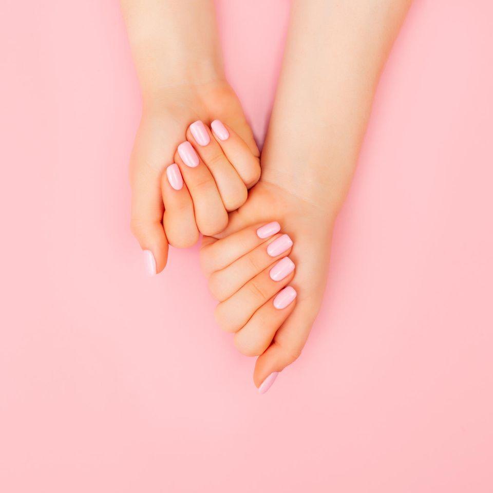 Lackierte Fingernägel, Nagelpflege, Maniküre