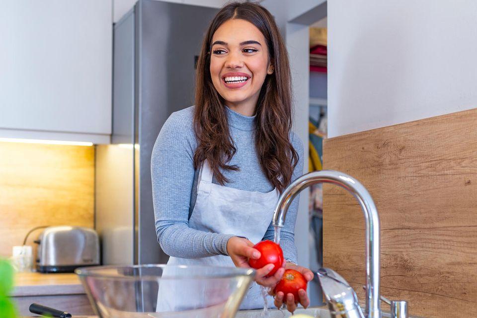 Gemüse und Obst waschen: Wie macht man es richtig?