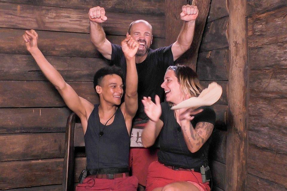 Die Dschungelcamp-Finalisten: v.l.: Prince Damien, Sven Ottke und Danni Büchner.