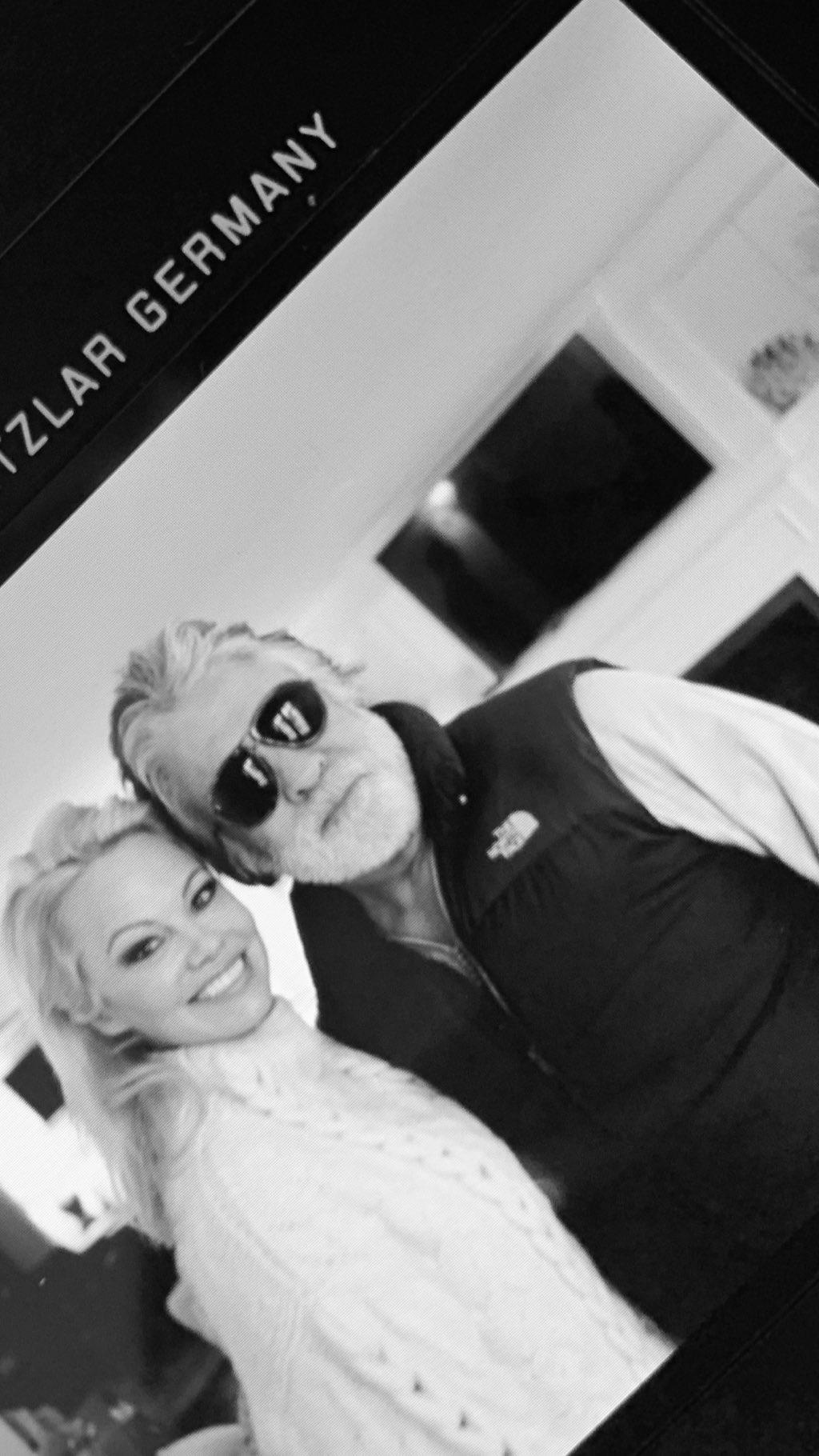 So sieht eine glückliche Frau aus! Pamela Anderson an der Seite ihres Neu-Ehemanns Jon Peters