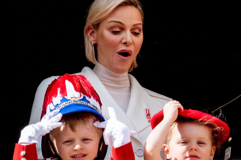 Fürstin Charlène mit Jacques, Gabriella und Fürst Albert
