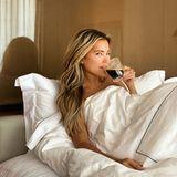 Auch ohne Make-Up hat Sylvie Meis ihren wunderschönen Glow. Sie postet sich aus dem Bett in London.
