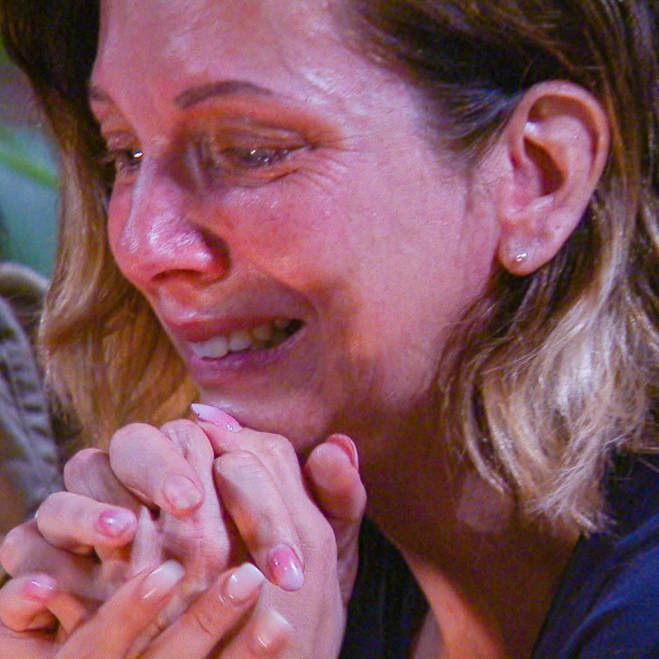 Danni denkt an Jens und weint