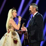 Romantik pur auf der Bühne der Grammys: Gwen Stefani und Blake Shelton performen gemeinsam.
