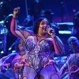 Auch bei ihrer zweiten Performance beweist Lizzo, warum ihre drei Grammys (Beste Pop-Solodarbietung, Bestes Urban-Contemporary-Album und Beste R'n'B-Darbietung) absolut verdient sind.