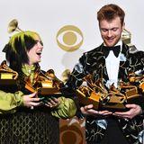 Abräumer des Abends: Billie Eilish und ihr BruderFinneas O'Connell können ihre vielen Grammys kaum tragen.