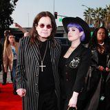 Seinen ersten Red-Carpet-Auftritt nach Bekanntgabe seiner Parkinson-Diagnose absolviert Ozzy Osbourne gut gelaunt mit seiner Tochter Kelly.