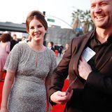 Lana Del Rey und Sean Larkin bringen gute Laune mit zu den Grammy Awards.