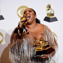 Auch Lizzo kann sich über ihre drei Grammy Awards freuen.