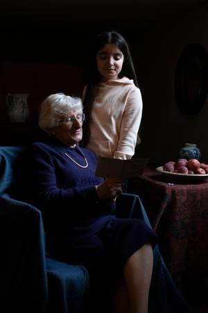 Holocaust-Überlebende Yvonne Bernstein und ihre Enkelin Chloe Wright. Dieses Foto nahm Herzogin Catherine ebenfalls für eine Ausstellung auf, deren Eröffnung derHolocaust Day Memorial Trust im Verlauf des Jahres 2020 plant.