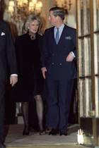 Herzogin Camilla und Prinz Charles verlassen am 28. Januar 1999 das Londoner Hotel Ritz.