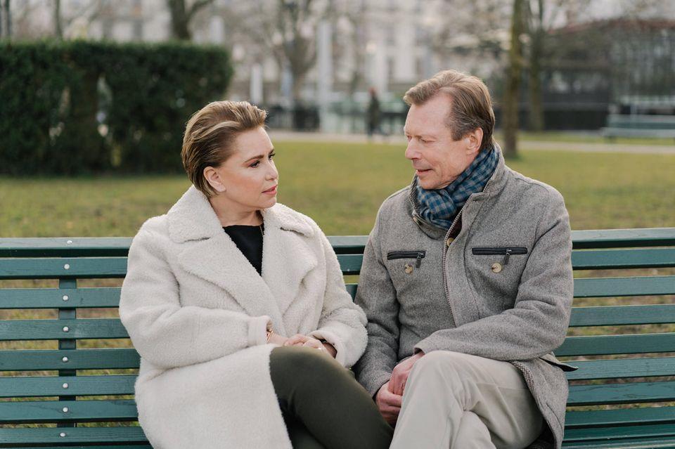 Das Großherzogpaar im Gespräch. Die Gerüchte über Maria Teresa will man sich nicht gefallen lassen.