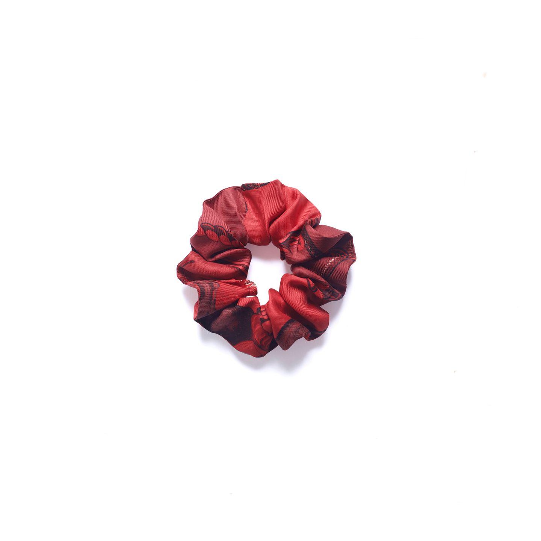 Luxuriöses Recyceln: Aus einem Vintage-Hermès-Tuch ist dieses hübsche Haarband in Handarbeit in Berlin entstanden. Das perfekte Geschenk für jede modebewusste Frau, die gerne besondere Dinge trägt. Von James, ca. 130 Euro.