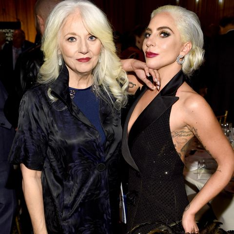 Lady Gaga erkrankte als Teenager an einer Depression. Ihre Mutter Cynthia Germanotta gibt zu, dass sie nicht genug über die Erkrankung informiert gewesen sei und die Anzeichen übersah.