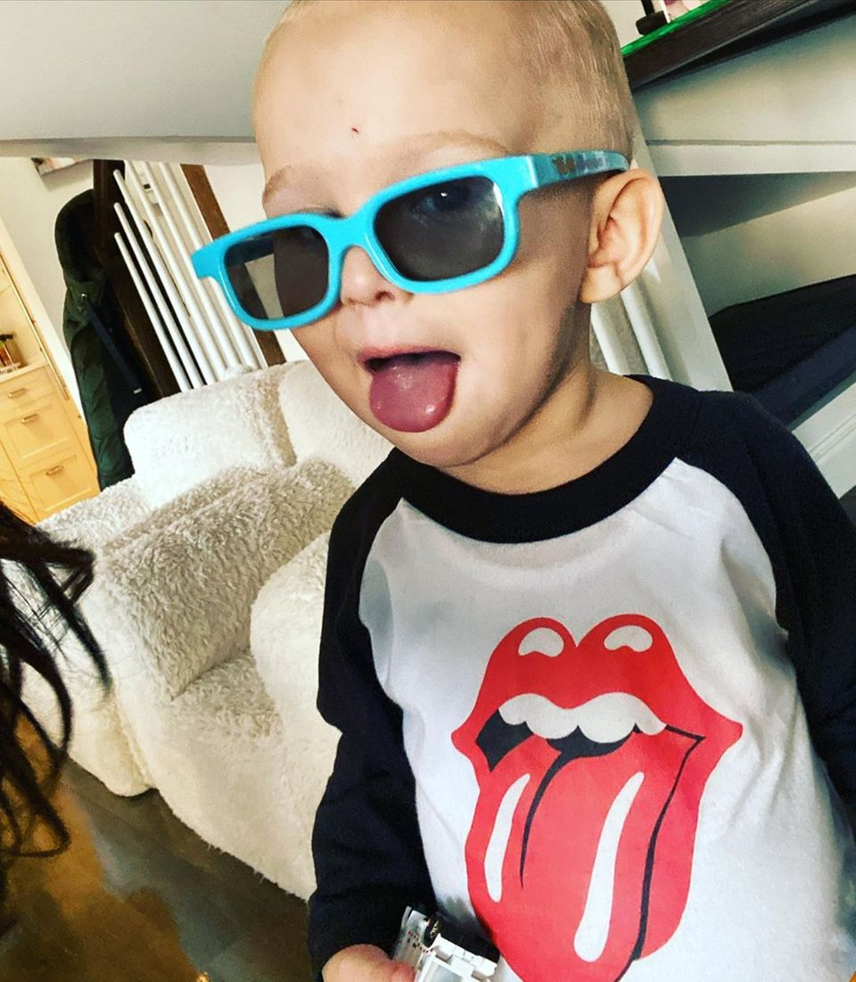 Romeo Baldwin im Rolling Stones Outfit