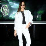 Irina Shayk zählt zu den vielen berühmten Gästen des MDL-Beast-Festivals inRiyadh. Ihr Look ist cool, sie trägt eine Jeans-Kombi in Weiß und darunter ein schlichtes schwarzes Shirt und schwarze Boots.