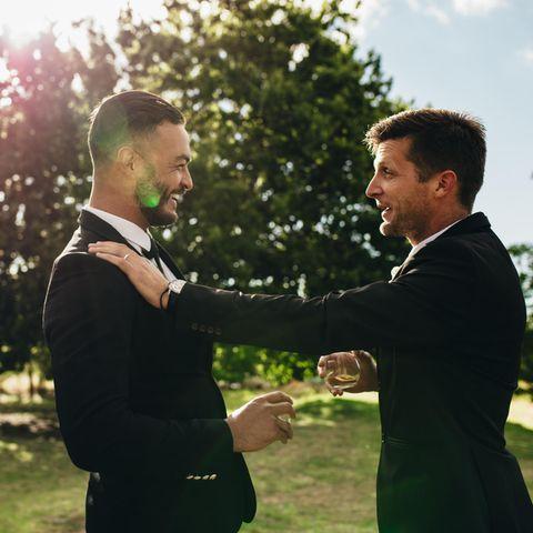 Bräutigam sieht sich gezwungen, seinen eigenen Bruder von seiner Hochzeit auszuladen. (Symbolbild)