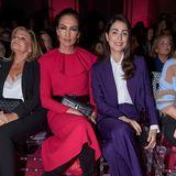 Die studierte Juristin ist in der Modebranche gut vernetzt. Sie sitzt in der Front Row nebenNieves Alvarez, einer spanischen Moderatorin, und schaut sich die Show des spanischen LabelsPertegaz an.