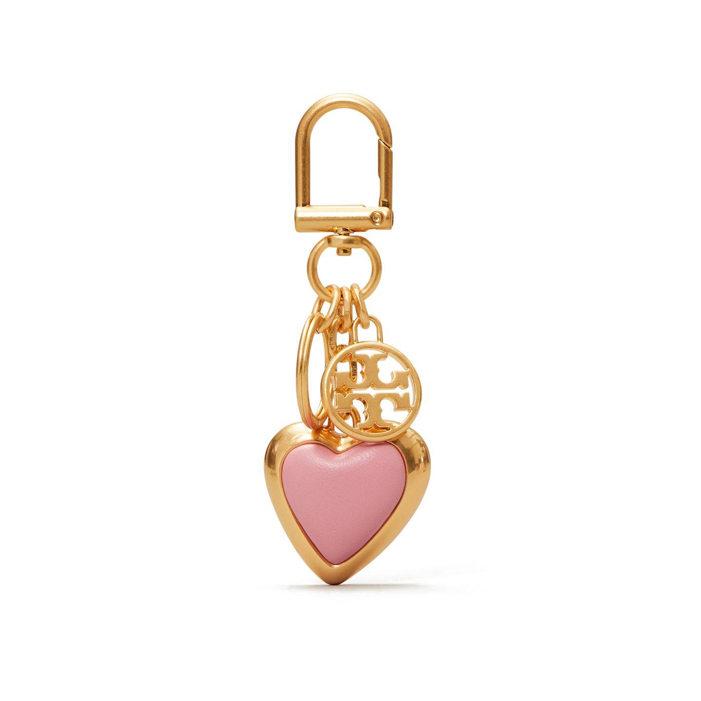 Macht jede Handtasche zu einem absoluten Lieblingsstück: Der Schlüsselanhänger mit Lederherz ist leicht anzubringen und das perfekte Geschenk für die Liebsten. Von Tory Burch, 75 Euro