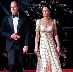 Mit Prinz William besucht Herzogin Catherine die Verleihung der BAFTAs. Auf der Einladung waren die Gäste gebeten worden, der Umwelt zuliebe ein Kleid zu leihen oder zu recyceln. Die Herzogin ist diesem Wunsch gefolgt. Sie trägt eine Sonderanfertigung von Alexander McQueen, diesie erstmals 2012 auf Staatsbesuch in Malaysia trug.