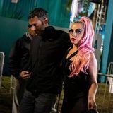 Auch Superstar Lady Gaga ist zum diesjährigen Super Bowl erschienen. Und das sogar Arm in Arm mit ihrem neuen FreundMichael Polansky.