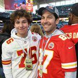 Paul Rudd gehört zu den bekanntesten Schauspielern weltweit, seinen Sohn Jack Sullivan Rudd zeigt sich dagegen ziemlich selten. Umso erfreulicher, dass man ihn mal mit Papa Paul beim Super Bowl sehen konnte.