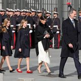 3. Februar 2020  Alle Royals in einer Reihe: Die spanische Königsfamilie, angeführt von Oberhaupt Felipe, ist zusammen mit Premierminister Pedro Sanchez auf dem Weg zumAbgeordnetenhaus in Madrid.