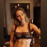 Sexy BH – und steinharte Bauchmuskeln: Diese Kombination zeigtEllie Goulding ihren Fans auf Instagram. Die Sängerin ist schon seit Jahren als absolute Sportskanone bekannt, aber seit ihrer Hochzeit im Spätsommer 2019 hat sie beim Workout noch eine Schippe draufgelegt.