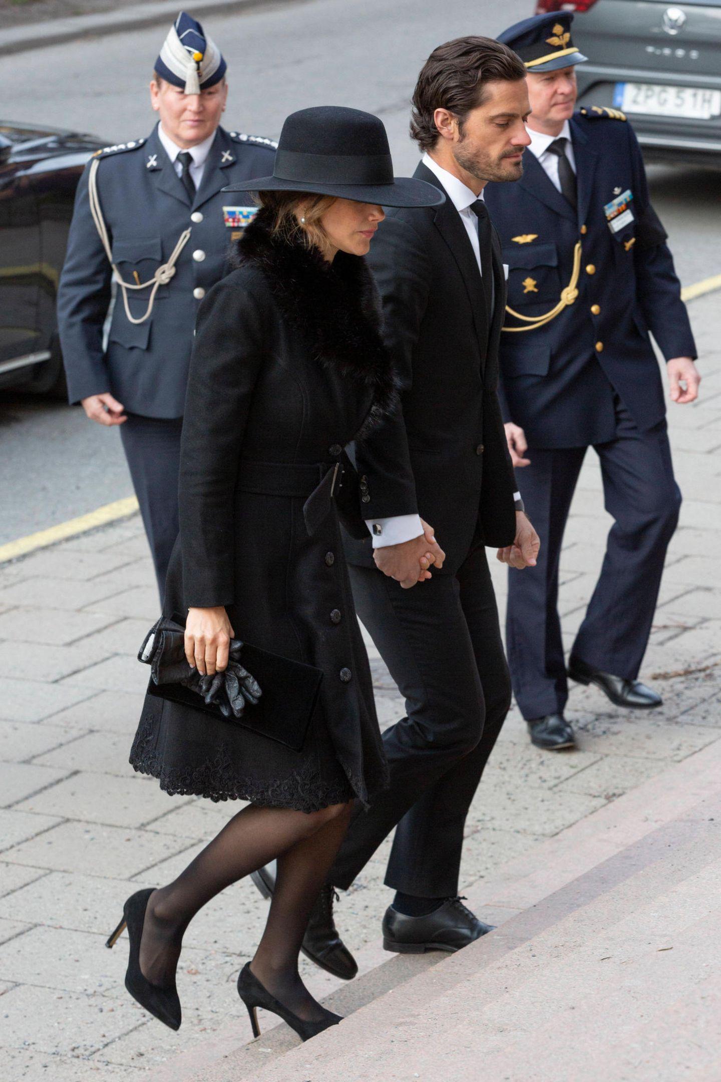 Prinzessin Sofia + Prinz Carl Philip kommen zur Trauerfeier