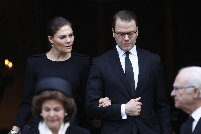 Prinzessin Victoria + Prinz Daniel verlassen die Kirche