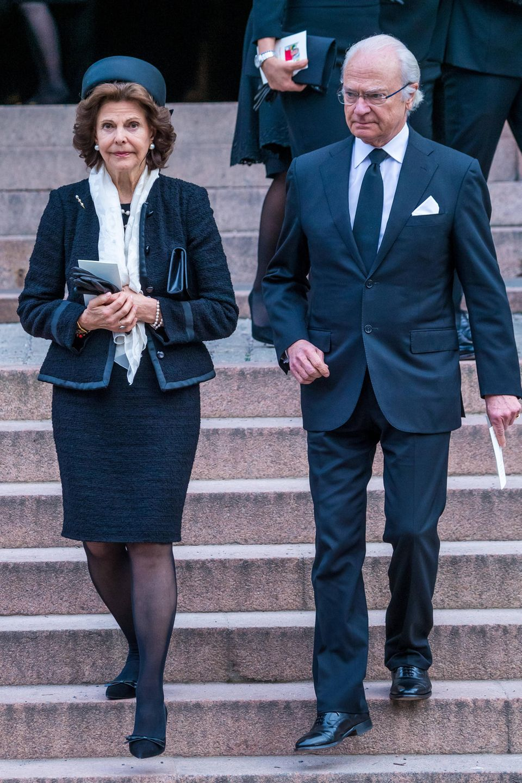 Das schwedische Königspaar verlässt die Kirche