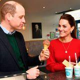 Prinz William und Herzogin Catherine naschen Eis