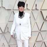 2019: Diane Warren  Im Hosenanzug zu den Oscars ist an sich schon ein gewagter Look, wenn dann auch noch zu viel Glitter an den Seiten angebracht ist und der Schnitt nicht vorteilhaft ist, kann das Outfit leider nicht mehr überzeugen.