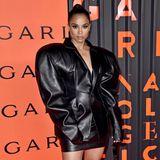 Ciara in XXL-Lederjacke
