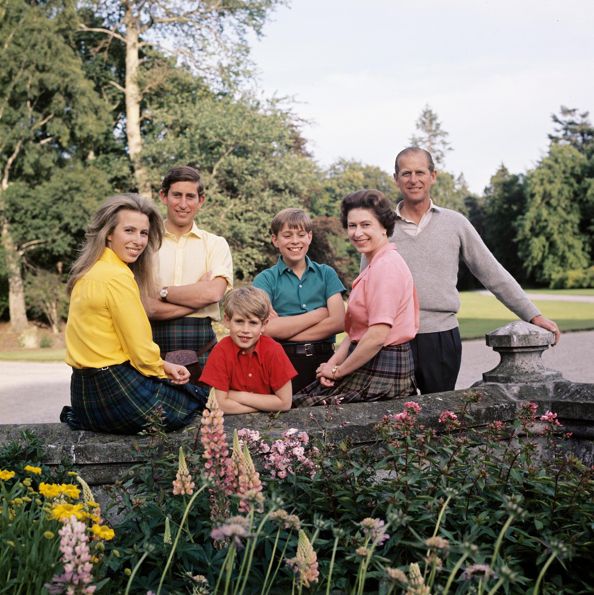 Prinzessin Anne, Prinz Charles, Prinz Edward, Prinz Andrew, die Queen und Prinz Philip 1972.