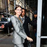 Kaia Gerber strahlt schon mal in freudiger Erwartung auf die bevorstehenden Tage der Fashion Week…